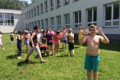 Vodní hrátky na zahradě školy