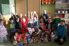 Dnes jsme předali všechny dary pro pejsky
